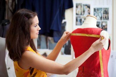 Fabrication d'un vêtement dans un bureau de style